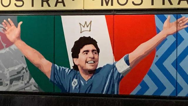 Não foi só o estádio que mudou de nome. Eis a estação Maradona