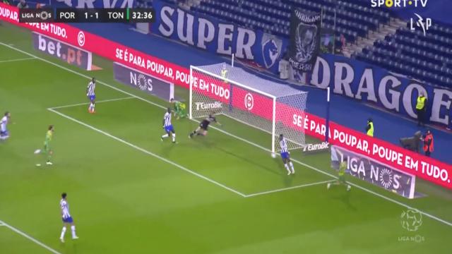 Rafael Barbosa apareceu no sítio certo e deixou FC Porto em desvantagem