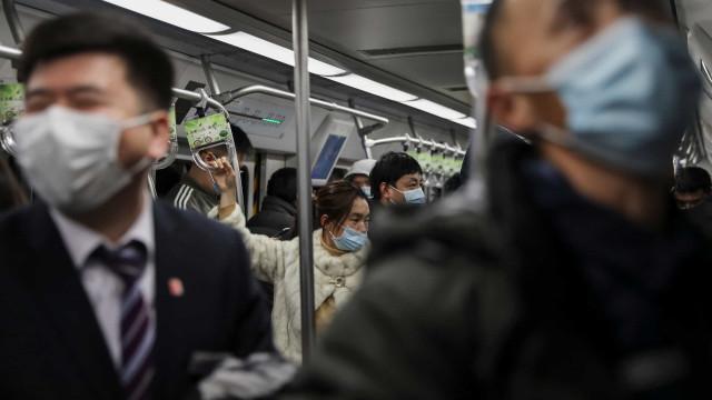 """China está a testar o vírus por via anal. """"Pode aumentar taxa de deteção"""""""