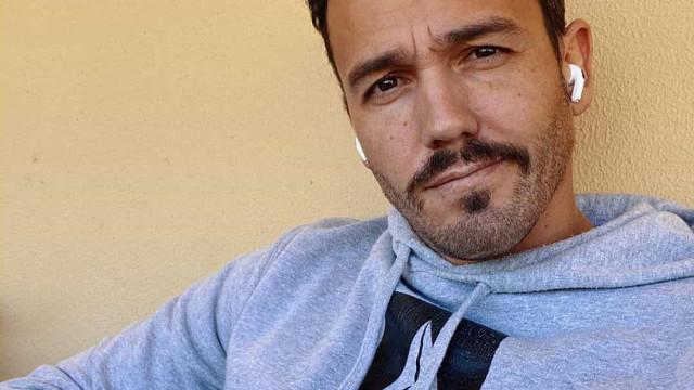 Pedro Teixeira partilha momento de carinho com os filhos lá em casa