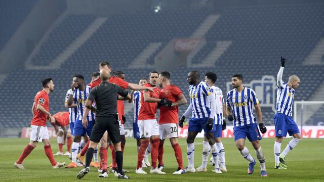 Eis os onzes (com novidades) de Benfica e FC Porto para o Clássico na Luz