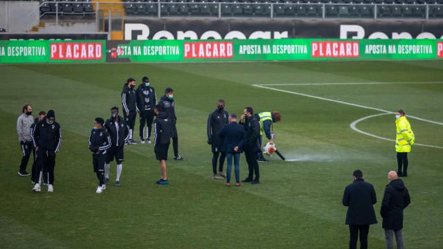 Oficial: Vitória SC-Farense foi adiado devido ao gelo no relvado