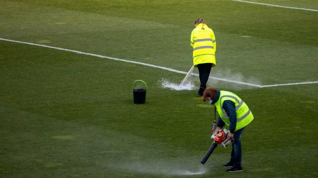 Relvado congelado atrasou início do Vitória SC-Farense