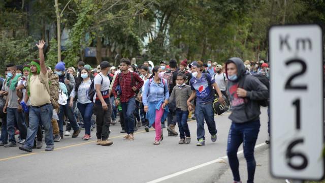 Honduras. Desespero empurra milhares em viagem a pé para chegar aos EUA