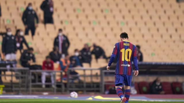 Cabeça baixa de Messi e o desalento catalão contrastou com a festa basca