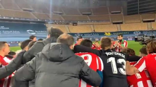 Jogadores do Athletic Bilbao festejaram à boleia de um... trompete