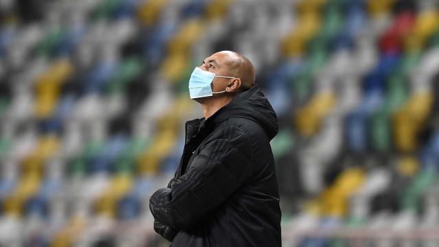 Luisão apresentou sintomas de Covid-19 e já está em isolamento