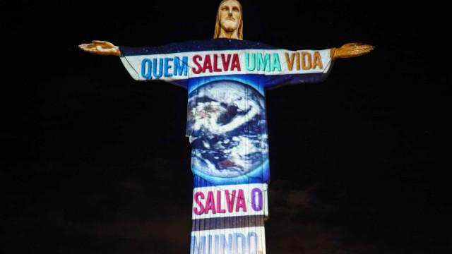 AO MINUTO: Perito prevê 14 mil casos por dia cá; Menos casos no Brasil