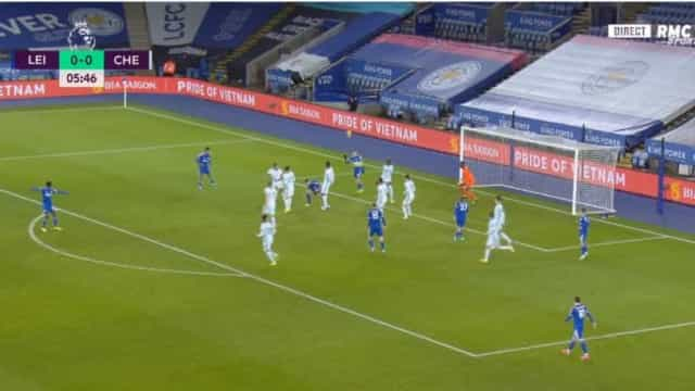 Seis minutos de jogo e o Chelsea já está em sarilhos contra o Leicester