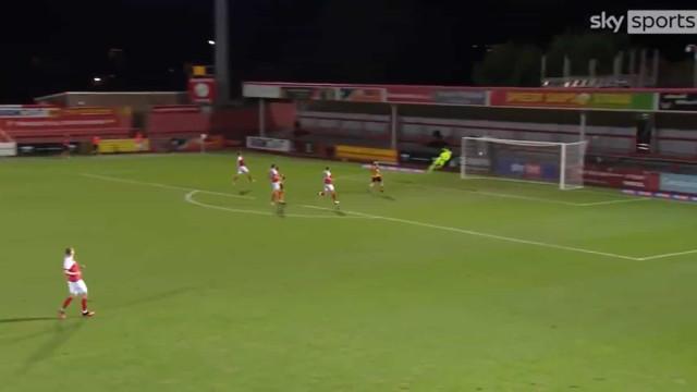 De Inglaterra chega-nos um super golo marcado por um... guarda-redes