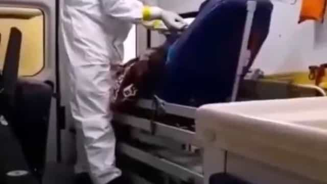 Vídeo: Doente espera mais de quatro horas em ambulância