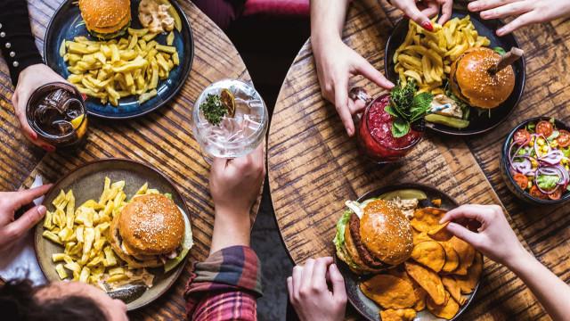 Estes restaurantes 'tendência'  têm novos menus delivery com ofertas