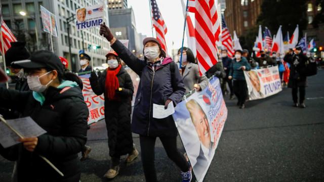 No dia do 'adeus', apoiantes de Trump saem à rua no Japão