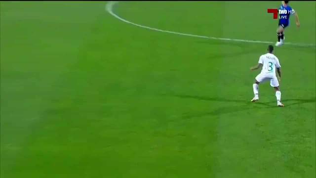 Jogador vê vermelho direto ainda não havia um minuto jogado