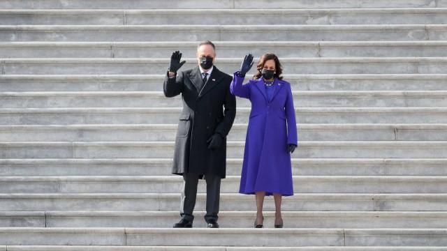 Kamala Harris escolhe look com cor simbólica para dia histórico