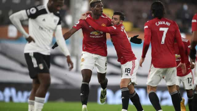 Magia de Pogba e oportunismo de Cavani devolvem liderança ao United