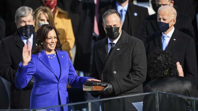 Joe Biden e Kamala Harris vestem designers americanos na tomada de posse