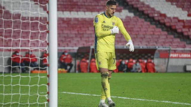 Mais um jogador infetado no Benfica: Helton Leite testou positivo