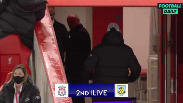 Klopp perde cabeça com treinador do Burnley e persegue-o nos túneis
