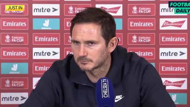 Lampard 'rasga' sem piedade jornalista em conferência de imprensa