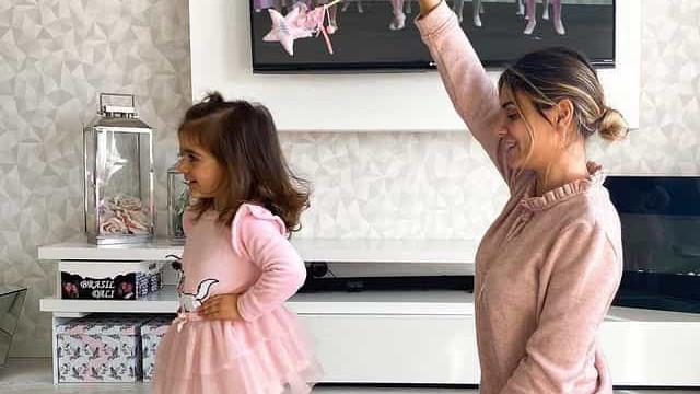 Filha de Liliana Filipa inicia aulas de ballet em casa