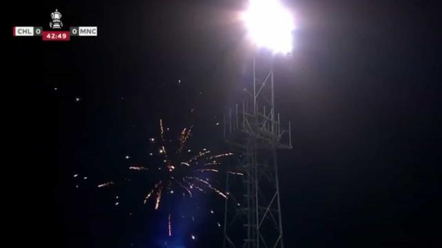 Jogo do Manchester City interrompido devido a fogo de artifício