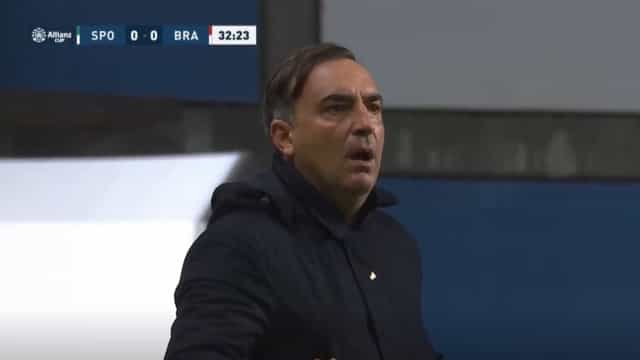 O momento em Amorim e Carvalhal são expulsos na final da Taça da Liga