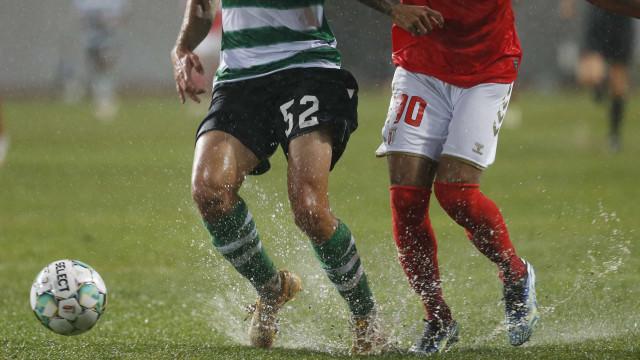 O maltratado relvado que dificultou o futebol na final da Taça da Liga