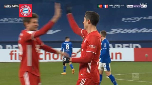 Lewandowski não para de marcar e chegou assim aos 500 golos na carreira