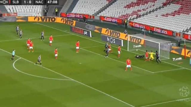 Nacional castiga passividade do Benfica e repõe o empate na Luz