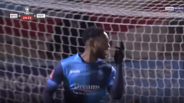 O golo do Wycombe que começou a tramar Mourinho na Taça