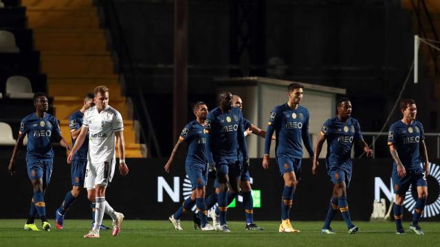FC Porto regressa às vitórias em Faro e isola-se na vice-liderança