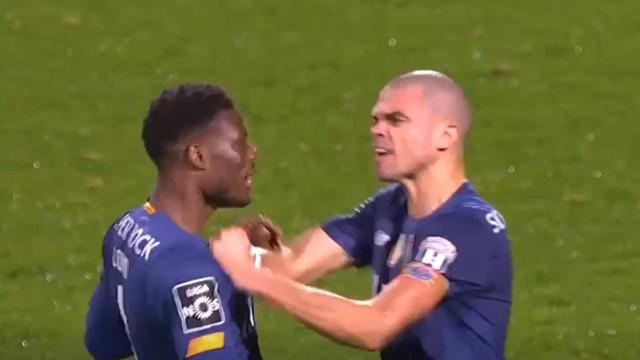 As imagens detalhadas do confronto entre Pepe e Loum