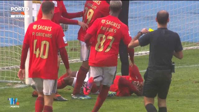 O lance (surreal) no Clássico de bês que motivou 'queixa' do FC Porto
