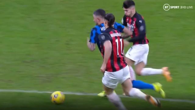 Depois do momento aceso com Lukaku, Ibrahimovic acaba expulso