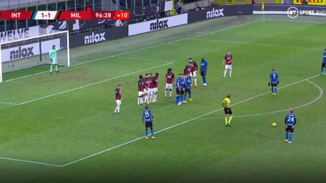 O golaço de Eriksen que atirou com o AC Milan para fora da Taça