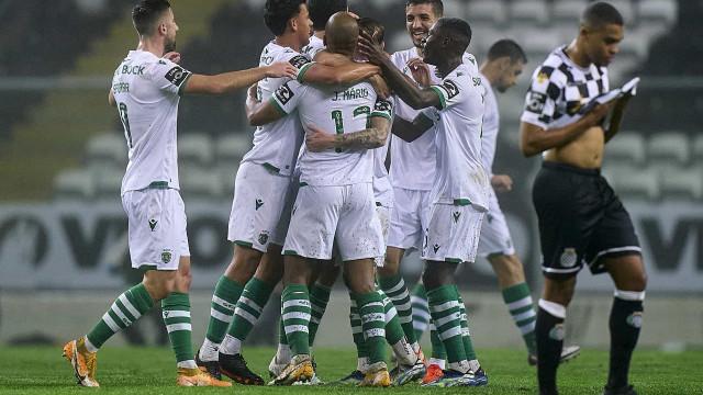 Sporting vence no Bessa, consolida liderança e deixa dérbi a ferver