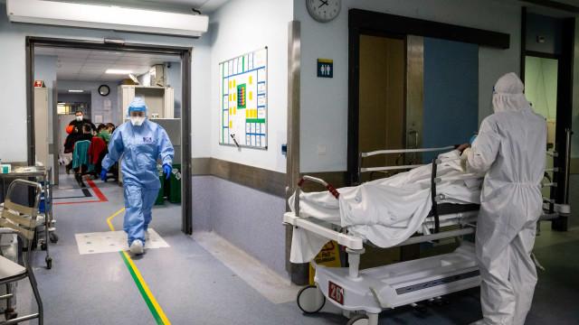AO MINUTO: Novo recorde de mortes e mais de 6.600 internados em Portugal