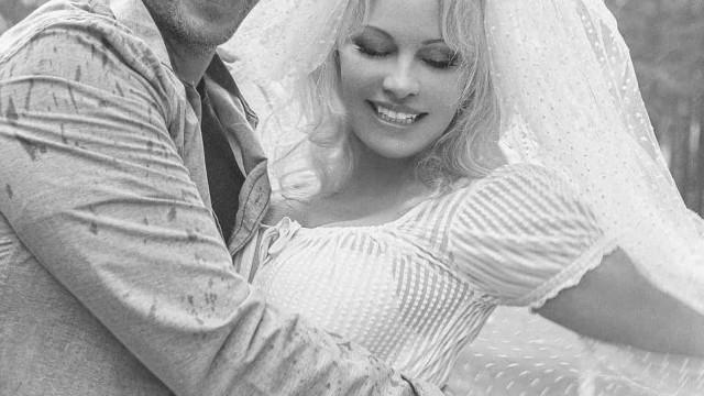 Pamela Anderson casou novamente. Eis as fotos do vestido de noiva