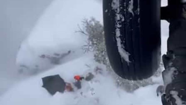Resgatadas três pessoas que ficaram isoladas por nevão durante dois dias