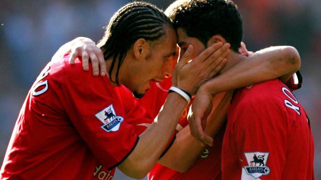 """O dia em que Ferdinand teve de defender CR7: """"É um miúdo, deixa-o em paz"""""""