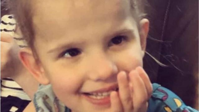 Pais de menina que morreu de Covid-19 alertam para sintomas invulgares
