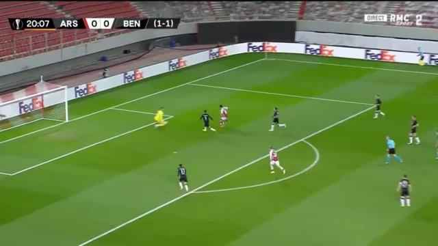 O golo de Aubameyang que deixou o Benfica em apuros na Grécia