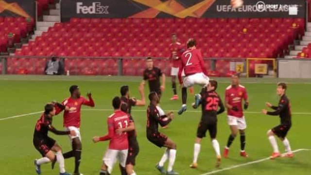 Lindelof aplicou 'golpe de karaté' e o árbitro anulou golo ao United