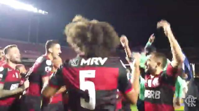 A festa do Flamengo no relvado após a conquista do bicampeonato