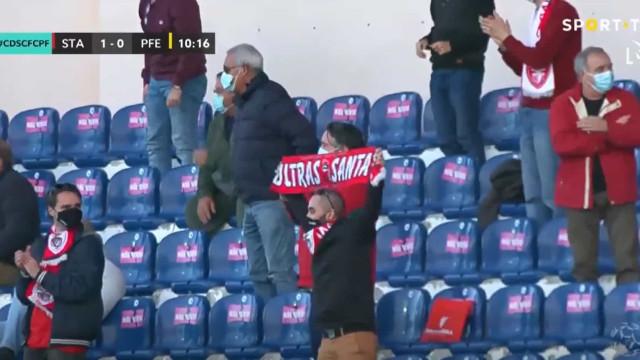 O primeiro golo da I Liga festejado pelo público no Santa Clara-Paços