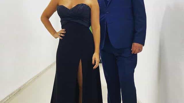 Tânia Ribas de Oliveira 'brilha' com elegante vestido preto