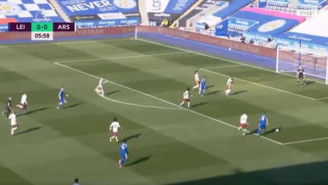 Arsenal estendeu a 'passadeira vermelha' e Leicester não perdoou