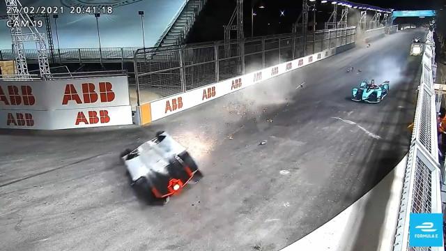 Formula E: O aparatoso acidente com Alex Lynn que a TV não mostrou