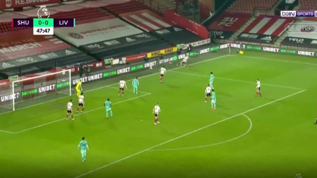 Curtis Jones marcou num lance em que os jogadores do Sheffield pararam